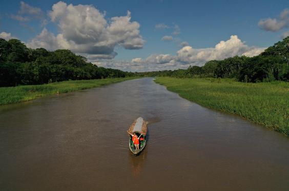 Navegacion en rio Amazonas