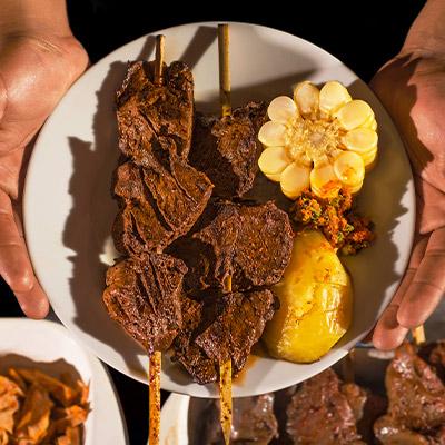 Anticuchos: 5 datos sobre la historia, el origen y el sabor de este plato peruano