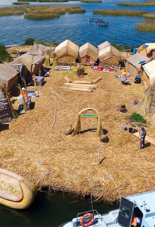 Reserva Nacional del Titicaca Islas Flotantes Uros Titino