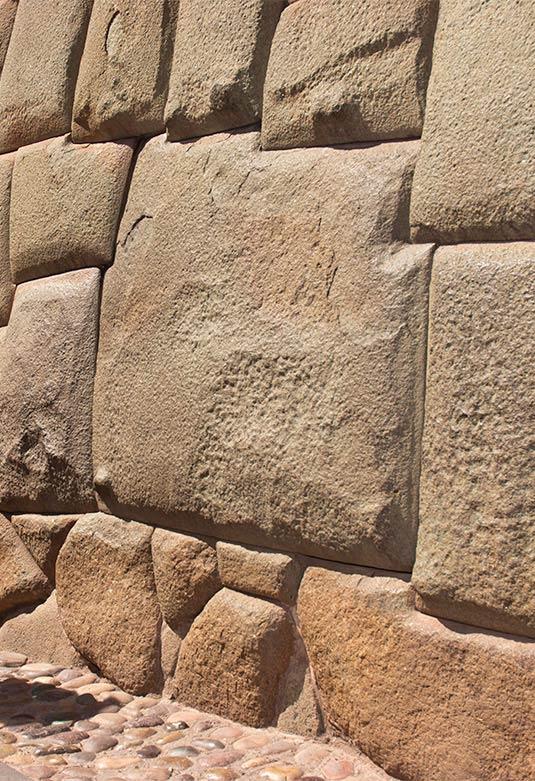 Palacio Arzobispal y Piedra de los Doce Ángulos