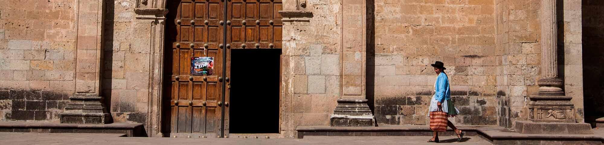Plaza de armas y templo de San Pedro