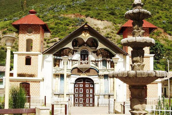 Catedral de Churín - Olvídate del estrés en los baños termales de Churín