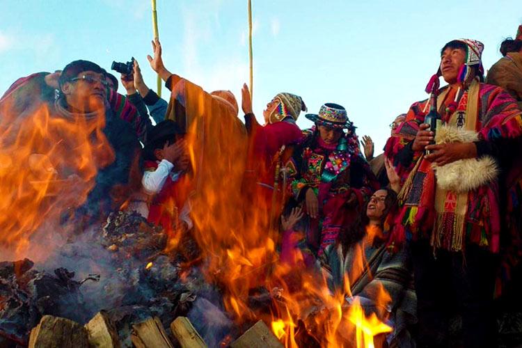 Año Nuevo Andino Fogata