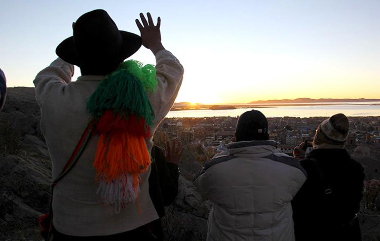 Ceremonia de Año Nuevo Andino en el amanecer