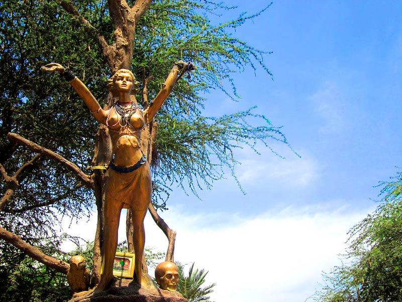 Estatua a las Brujas de Cachiche