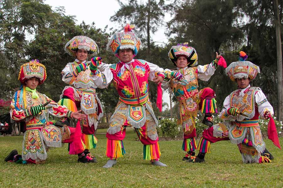 cuadrillas-bailarines-sierra
