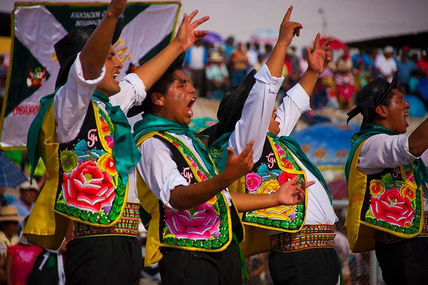 Bailarines hombres de Danza El Huaylarsh