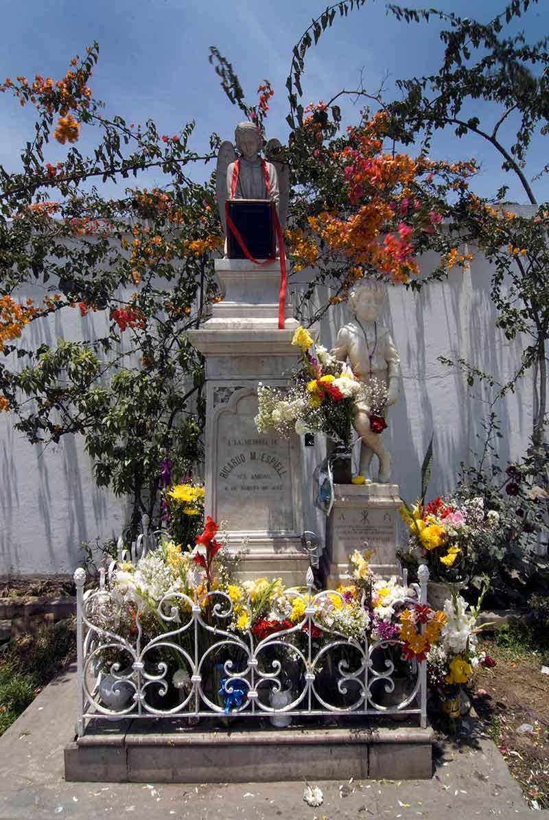 Cementerio Presbítero Maestro Historias de Fantasmas Niño Ricardito