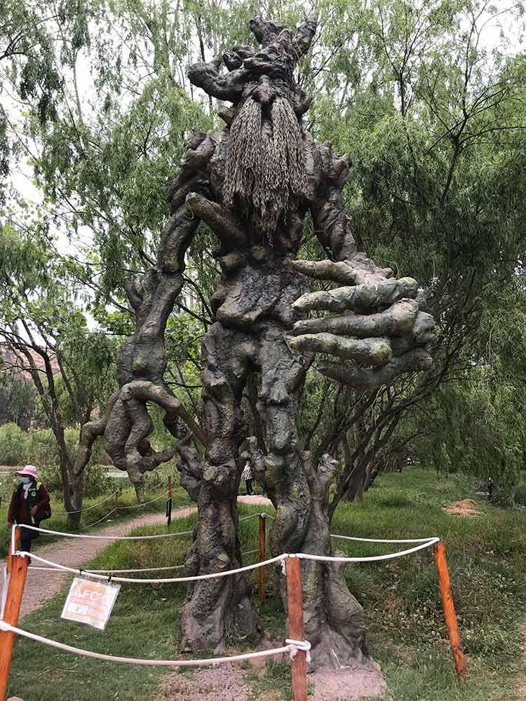 Escultura personaje de Señor de los Anillos de Humedales de Huasao