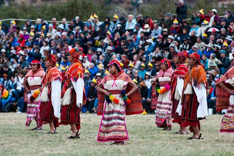 Danzantes en Inti Raymi