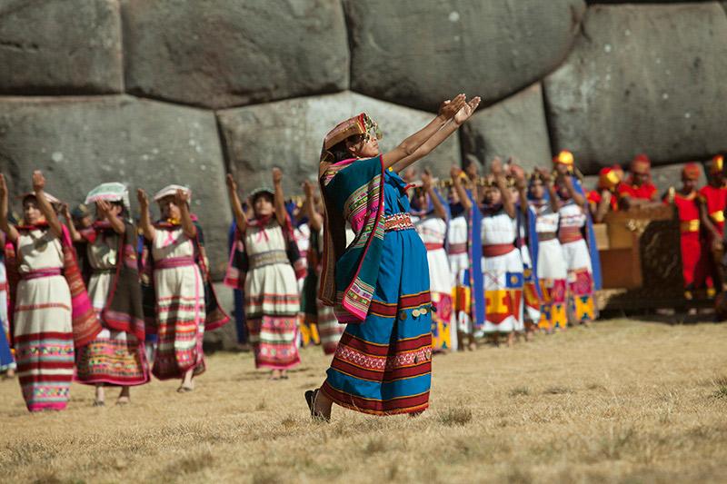 Bailarina del Inti Raymi