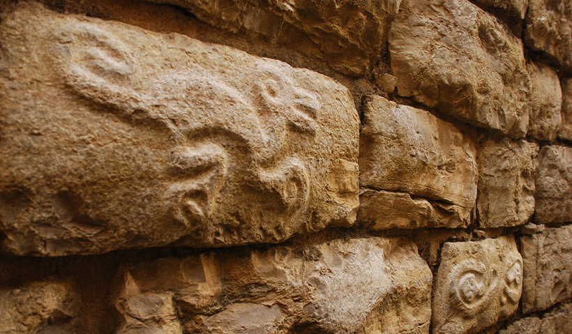 Figuras de animal en las paredes de Kuélap