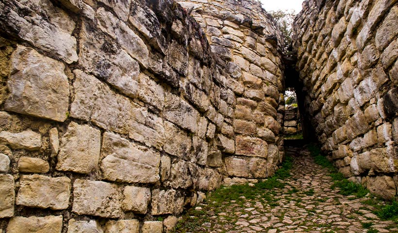Piedras material de construcción en Kuelap