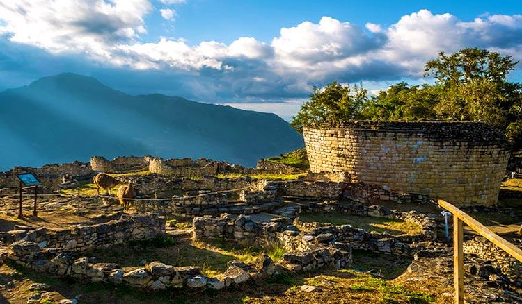 Casas circulares en Kuélap