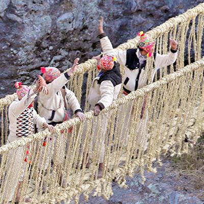 Conoce Qeswachaka, el puente tejido a  mano más antiguo del Perú