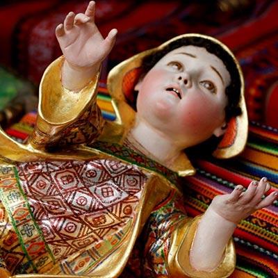 Vive la magia de la Navidad en la feria de Santurantikuy de Cusco