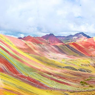 Recorre la fascinante Montaña de Siete Colores