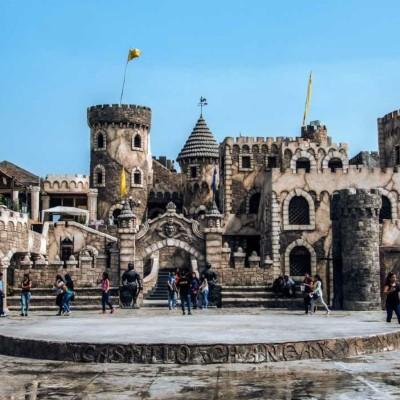 Chancay reina con su castillo al borde del océano