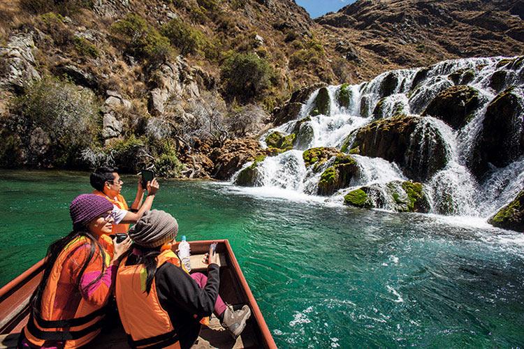 Turistas en Nor Yauyos Cochas