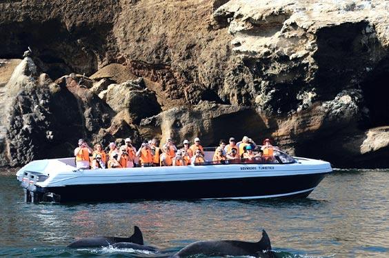 Bote en Islas Ballestas